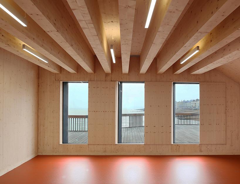 RIBA-stirling-prize-2017-winner-dRMM-hastings-pier-designboom-x6